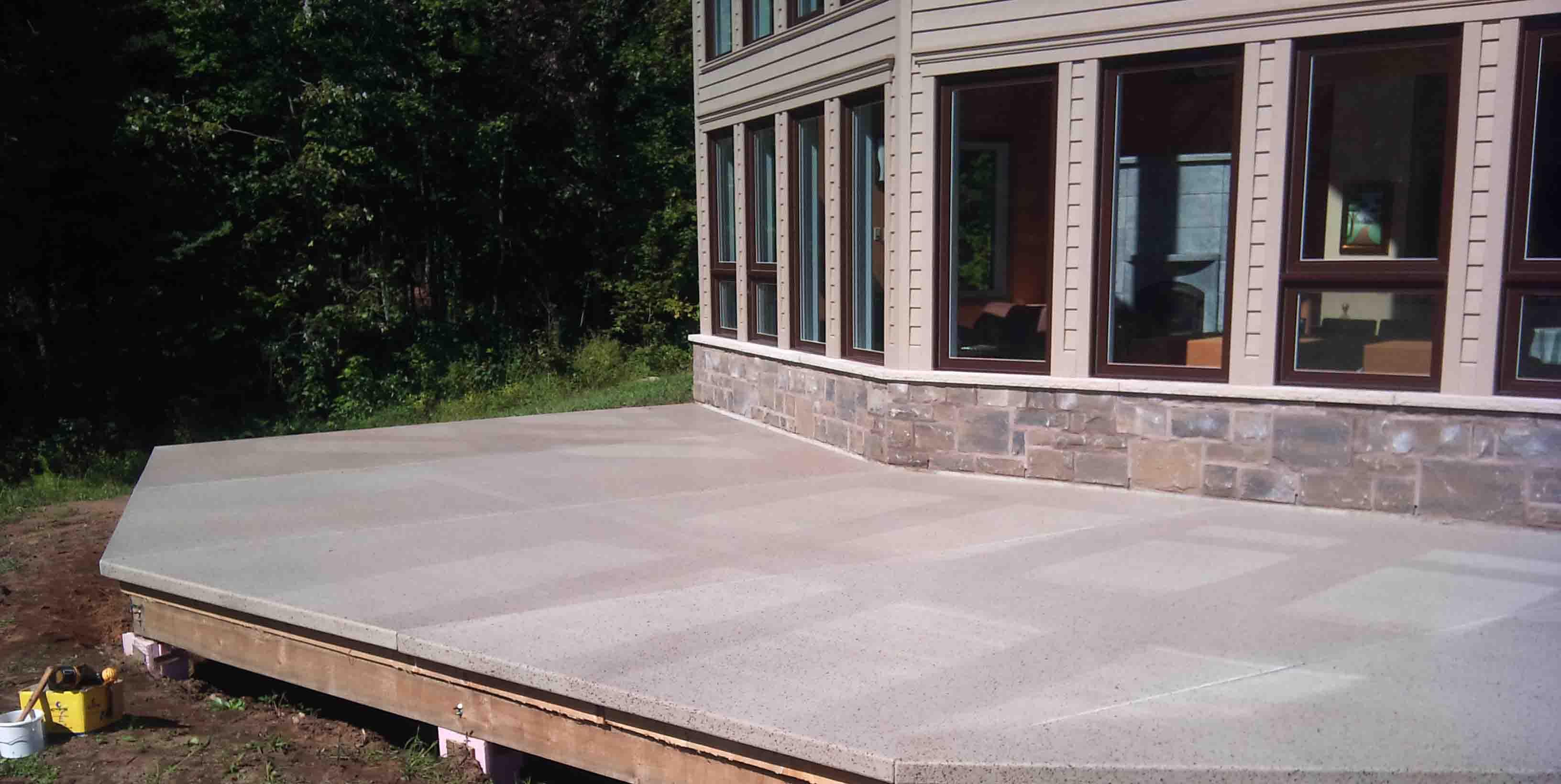 Terrasses en fibre de verre terrasses de piscine lanaudi re for Piscine fibre de verre